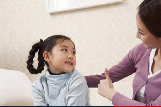 Trẻ luôn cần được cha mẹ tôn trọng để phát triển sự tự trọng và yêu thương bản thân mình. Ảnh minh họa