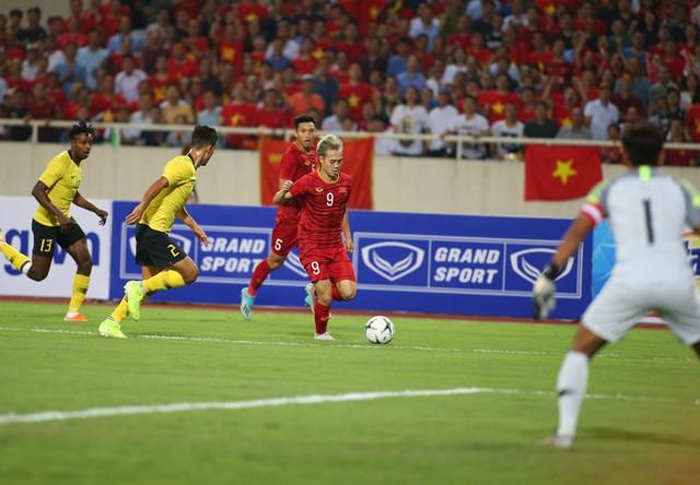 Việt Nam 1-0 Malaysia: Quang Hải ghi bàn đẳng cấp - Ảnh 16.