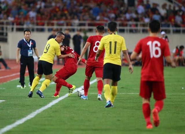 Việt Nam 1-0 Malaysia: Quang Hải ghi bàn đẳng cấp - Ảnh 17.