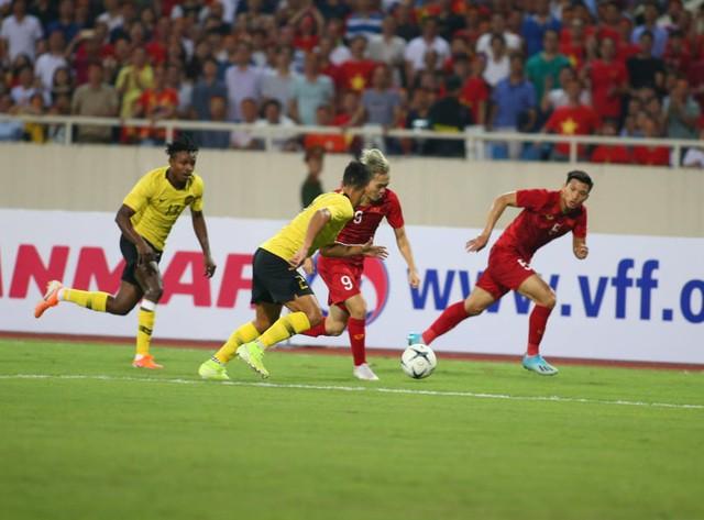 Việt Nam 1-0 Malaysia: Quang Hải ghi bàn đẳng cấp - Ảnh 18.