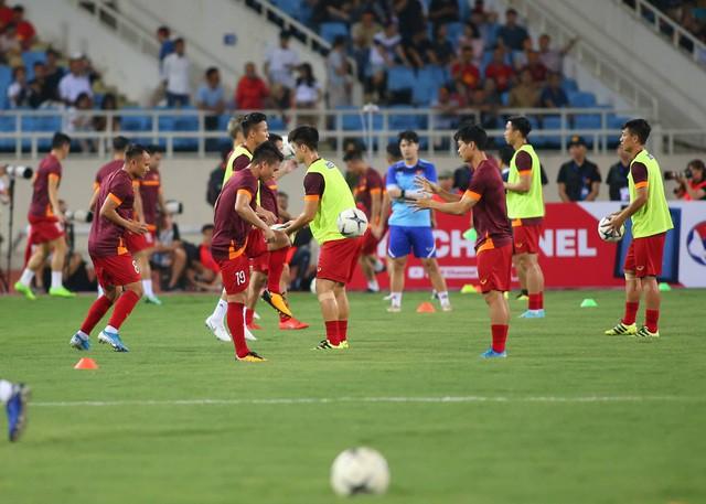 Việt Nam 1-0 Malaysia: Quang Hải ghi bàn đẳng cấp - Ảnh 23.