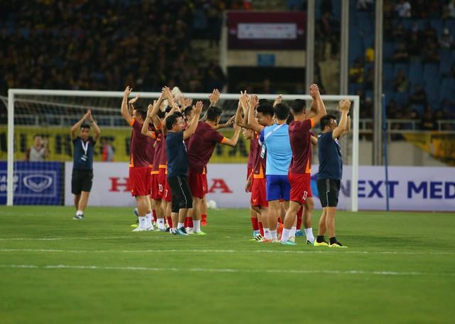Việt Nam 1-0 Malaysia: Quang Hải ghi bàn đẳng cấp - Ảnh 29.
