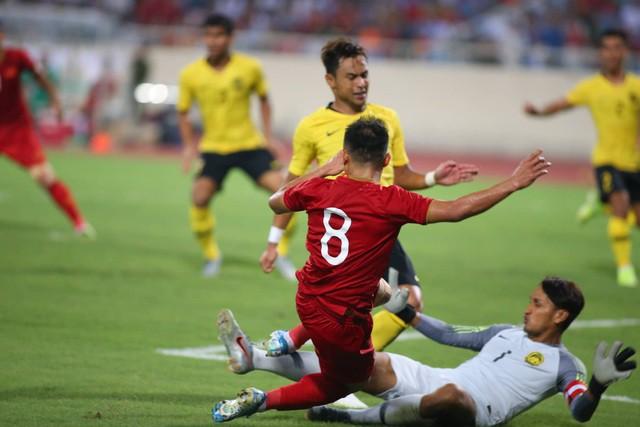 Việt Nam 1-0 Malaysia: Quang Hải ghi bàn đẳng cấp - Ảnh 4.