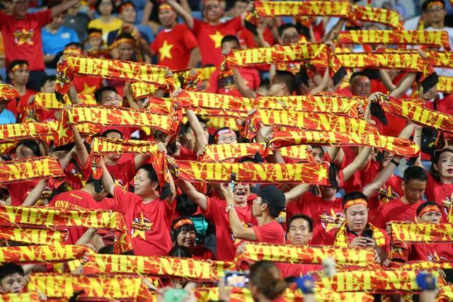 Việt Nam 1-0 Malaysia: Quang Hải ghi bàn đẳng cấp - Ảnh 31.