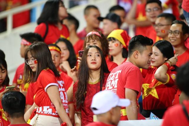 Việt Nam 1-0 Malaysia: Quang Hải ghi bàn đẳng cấp - Ảnh 32.