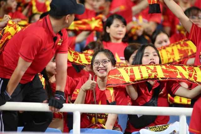 Việt Nam 1-0 Malaysia: Quang Hải ghi bàn đẳng cấp - Ảnh 33.