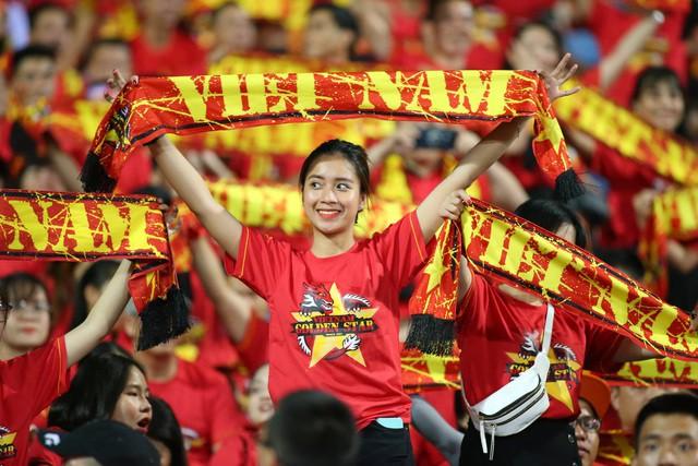 Việt Nam 1-0 Malaysia: Quang Hải ghi bàn đẳng cấp - Ảnh 34.