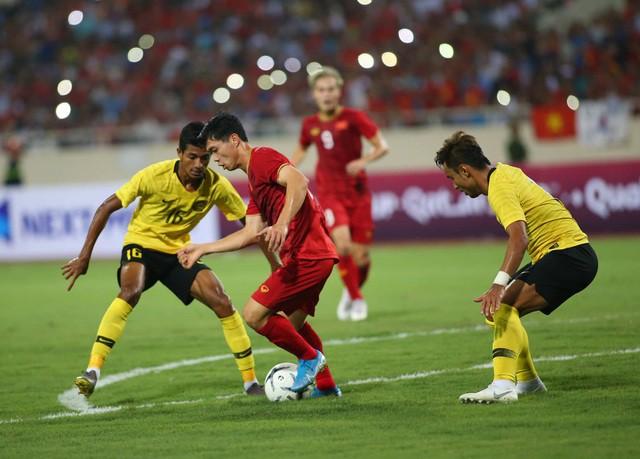 Việt Nam 1-0 Malaysia: Quang Hải ghi bàn đẳng cấp - Ảnh 7.