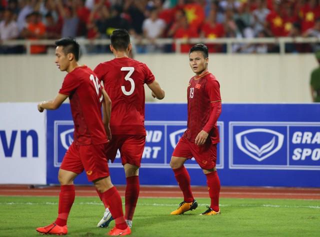 Việt Nam 1-0 Malaysia: Quang Hải ghi bàn đẳng cấp - Ảnh 10.