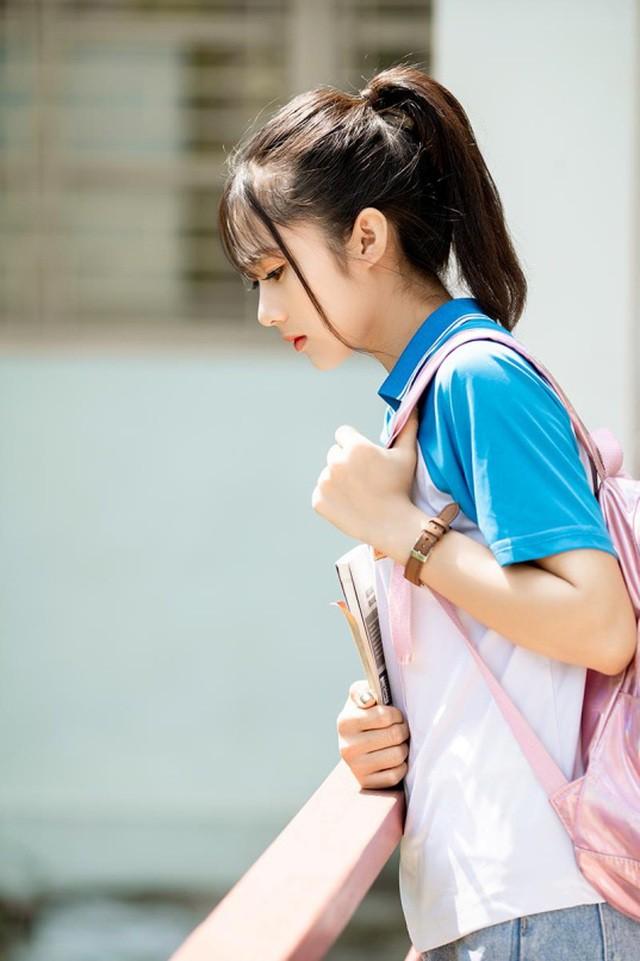 """Cô gái bỗng """"nổi như cồn"""" với bức ảnh mặc đồng phục ĐH Bách khoa  - Ảnh 2."""