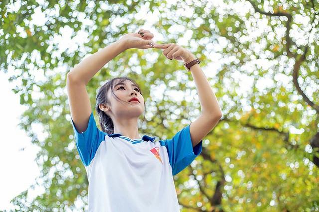 """Cô gái bỗng """"nổi như cồn"""" với bức ảnh mặc đồng phục ĐH Bách khoa  - Ảnh 4."""