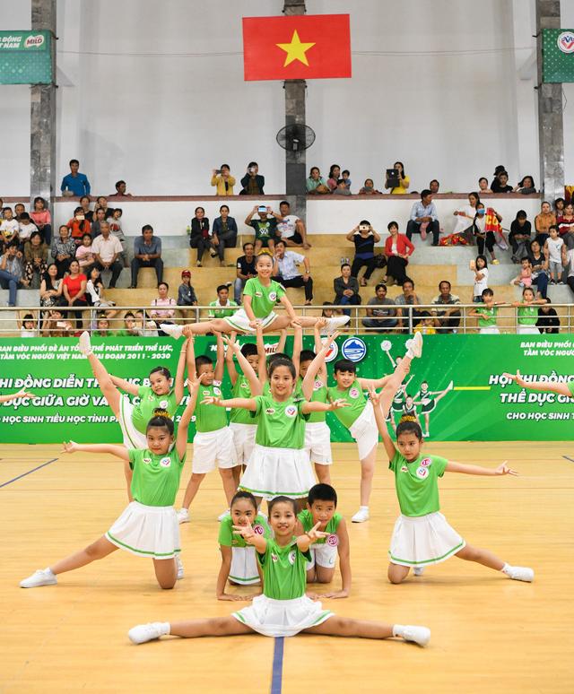 Học sinh Phú Yên tham gia hội thi thể dục và võ cổ truyền - Ảnh 1.