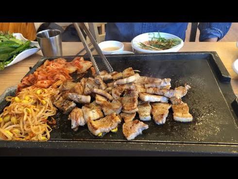 Thích ăn dưa muối, thịt hun khói, thịt nướng... rước ung thư dạ dày - Ảnh 1.