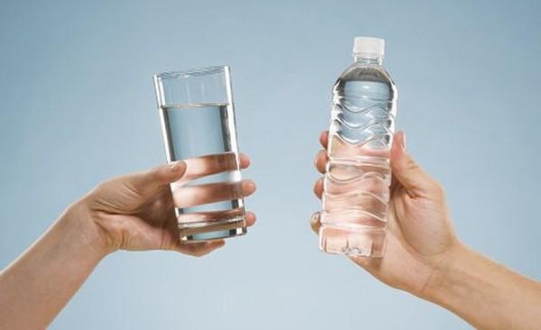 Hà Nội khủng hoảng nước sạch nhưng dùng nước khoáng, nước tinh khiết để nấu ăn có thực sự tốt không? - Ảnh 3.