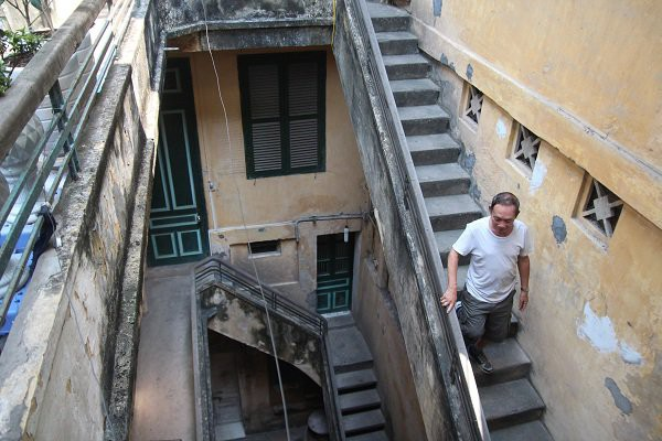 Ngôi nhà giàu nức tiếng phố Hàng Đào, gạch lát nhập từ Paris, vào nhà không cần bỏ giày dép  - Ảnh 1.