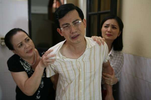 Hồng Quang Hoa hồng trên ngực trái: Gã chồng nhu nhược trên phim và cuộc sống bình yên bên người vợ đanh đá nhất màn ảnh Việt - Ảnh 1.