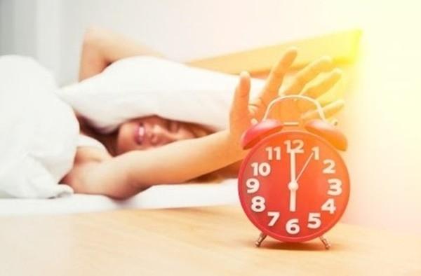 Sự khác biệt giữa việc dậy lúc 6 giờ và 8 giờ: Cơ thể sở hữu thêm 5 lợi ích không loại thuốc nào làm được - Ảnh 2.