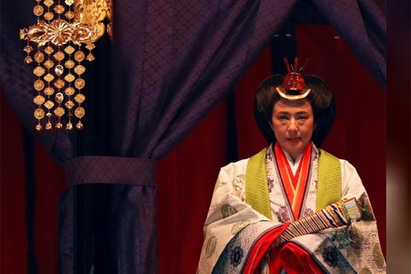 Biểu cảm trang nghiêm đầy xúc cảm của vợ chồng Nhật hoàng trong lễ đăng cơ ngày 22/10 - Ảnh 7.