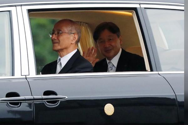 Biểu cảm trang nghiêm đầy xúc cảm của vợ chồng Nhật hoàng trong lễ đăng cơ ngày 22/10 - Ảnh 3.