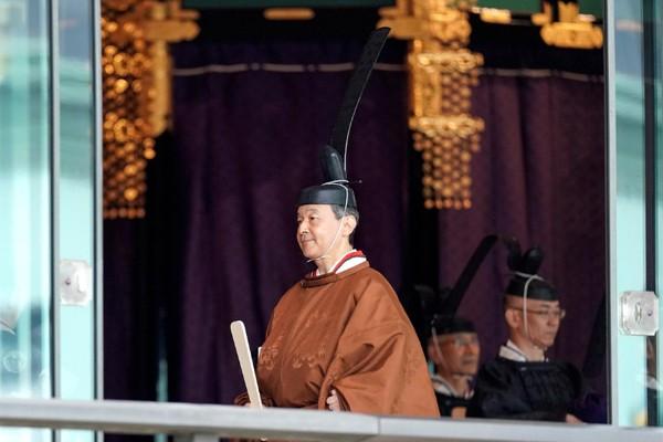 Biểu cảm trang nghiêm đầy xúc cảm của vợ chồng Nhật hoàng trong lễ đăng cơ ngày 22/10 - Ảnh 4.