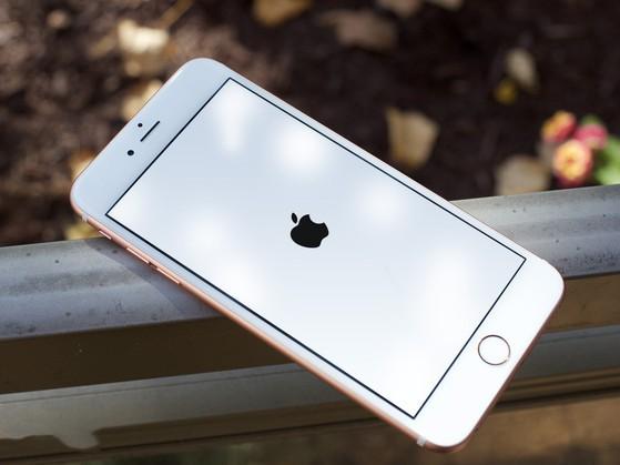 Cách khởi động lại iPhone, iPad bằng giọng nói - Ảnh 1.