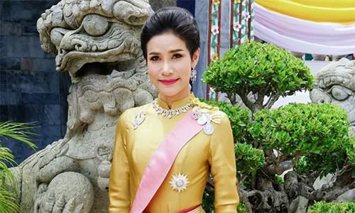 Hoàng quý phi Thái Lan âm mưu lật đổ Hoàng hậu - Ảnh 1.
