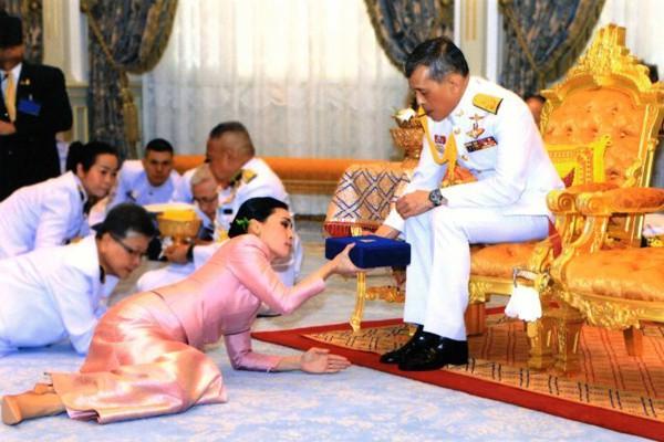 Hoàng hậu - người phụ nữ quyền lực khiến Hoàng quý phi bị phế truất, thất sủng trong mắt nhà vua Thái Lan - Ảnh 1.