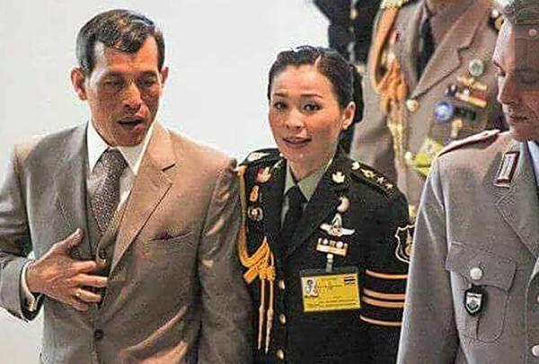 Hoàng hậu - người phụ nữ quyền lực khiến Hoàng quý phi bị phế truất, thất sủng trong mắt nhà vua Thái Lan - Ảnh 4.