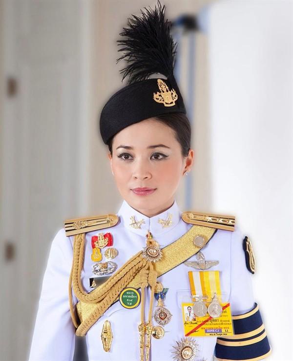 Hoàng hậu - người phụ nữ quyền lực khiến Hoàng quý phi bị phế truất, thất sủng trong mắt nhà vua Thái Lan - Ảnh 7.