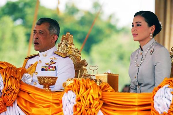 Hoàng hậu - người phụ nữ quyền lực khiến Hoàng quý phi bị phế truất, thất sủng trong mắt nhà vua Thái Lan - Ảnh 5.
