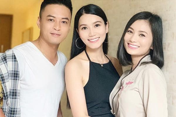 Lương Giang Hoa hồng trên ngực trái: Cô vợ cắm sừng chồng trên phim và hạnh phúc của người đàn bà biết đủ - Ảnh 1.