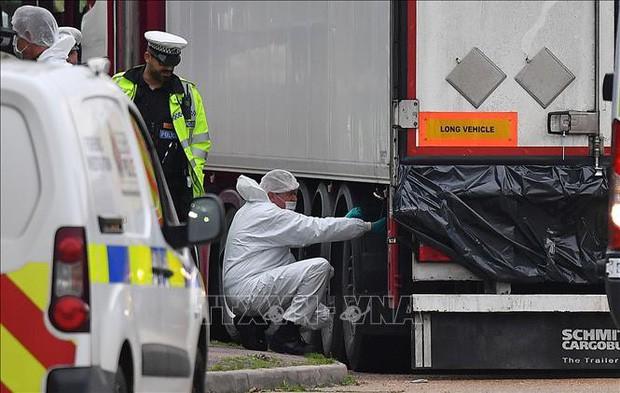 Cảnh sát Anh công bố quy trình nhận dạng danh tính 39 thi thể trong xe lạnh - Ảnh 2.