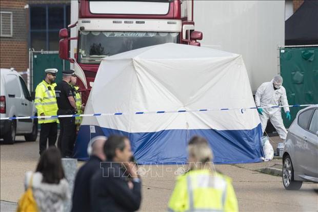 Cảnh sát Anh công bố quy trình nhận dạng danh tính 39 thi thể trong xe lạnh - Ảnh 3.