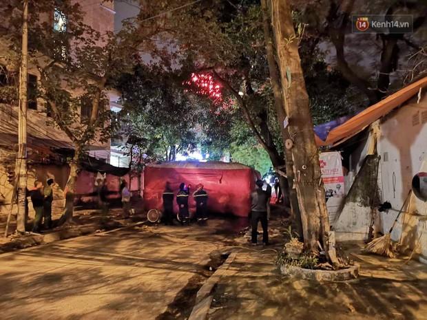 Hà Nội: Giải cứu người đàn ông nằm vắt vẻo trên cây giữa đêm - Ảnh 6.