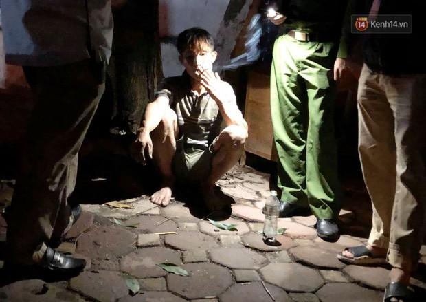 Hà Nội: Giải cứu người đàn ông nằm vắt vẻo trên cây giữa đêm - Ảnh 7.