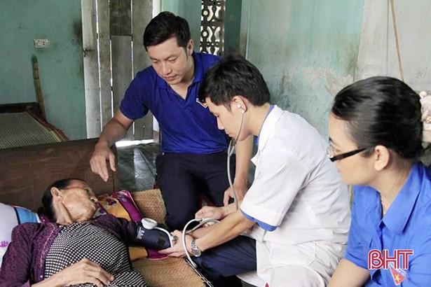 Hà Tĩnh triển khai nhiều hoạt động thiết thực chăm sóc sức khỏe người cao tuổi - Ảnh 1.