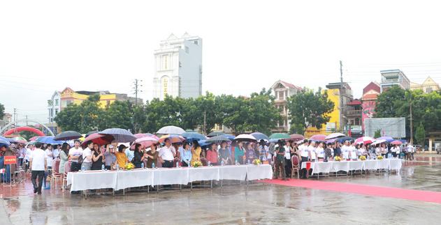 Mất cân bằng giới tính khi sinh sẽ ảnh hưởng tiêu cực tới cấu trúc dân số Việt Nam - Ảnh 2.