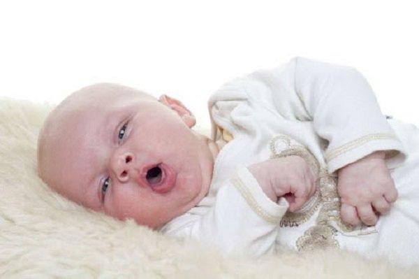 Dấu hiệu nguy hiểm ở trẻ cha mẹ cần biết để đưa con đi khám sớm trước khi quá muộn  - Ảnh 2.