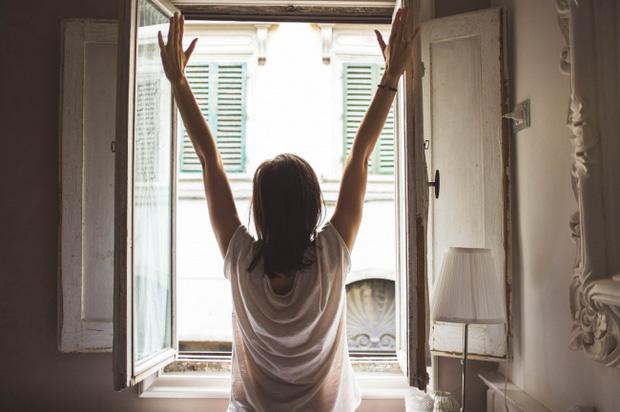 Những việc làm khi ngủ dậy sẽ khiến cân nặng tăng lên nhanh chóng - Ảnh 2.