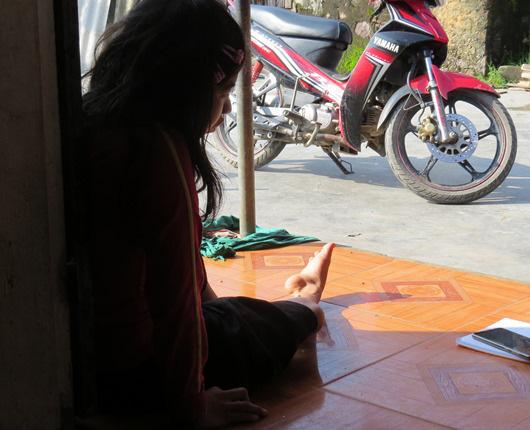 Nghệ An: Bắt cán bộ văn phòng trường tiểu học giở trò đồi bại với cô gái khuyết tật - Ảnh 1.