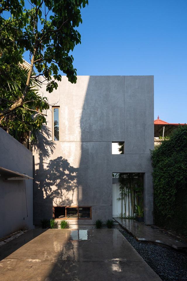 Nhà ngập nắng gió sau tường bao cao 9 mét  - Ảnh 1.