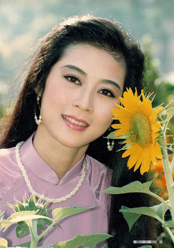 NSND Hồng Vân tiết lộ Diễm Hương đang ở Malaysia, khán giả hoài niệm về một diễn viên tài sắc - Ảnh 2.