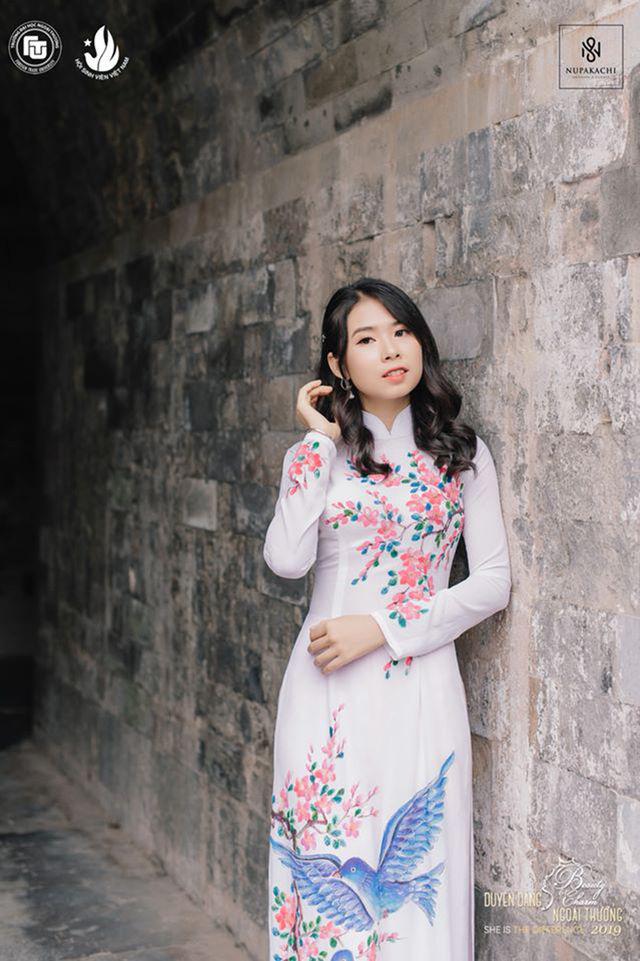 Nữ sinh bị ung thư khoe sắc với áo dài cùng Top 12 Duyên dáng Ngoại thương - Ảnh 3.