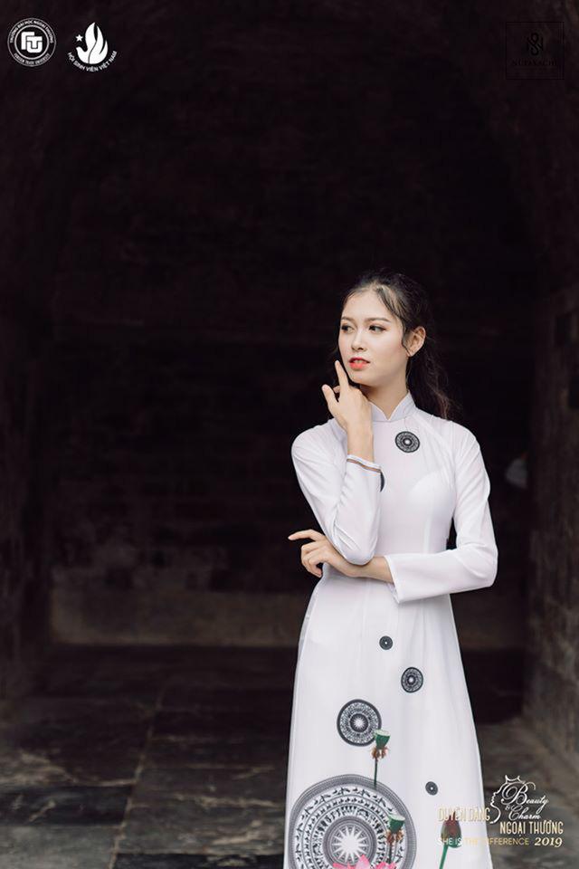 Nữ sinh bị ung thư khoe sắc với áo dài cùng Top 12 Duyên dáng Ngoại thương - Ảnh 5.