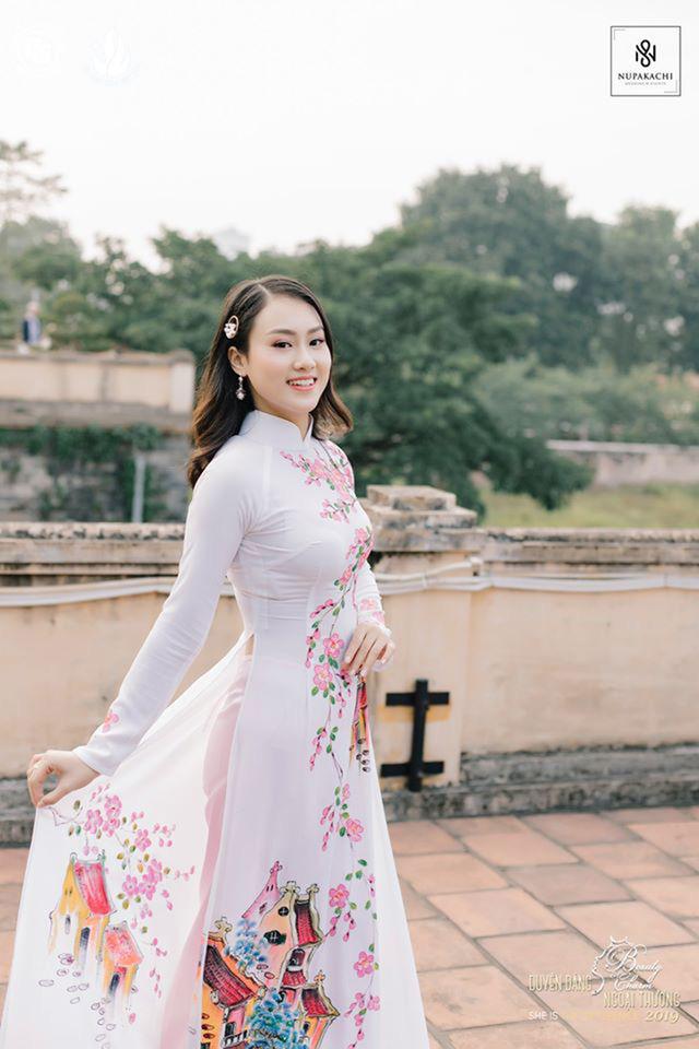 Nữ sinh bị ung thư khoe sắc với áo dài cùng Top 12 Duyên dáng Ngoại thương - Ảnh 10.