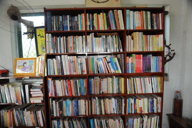 """Vợ chồng thầy giáo chắt chiu từng đồng thành lập """"thư viện"""" cho học sinh  - Ảnh 3."""