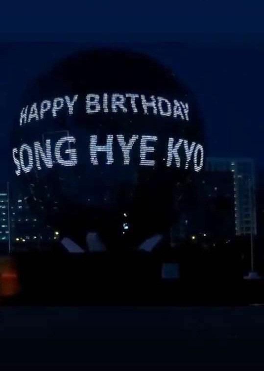 Song Hye Kyo giản dị đón sinh nhật tuổi 38 nhưng hình ảnh gợi cảm mới là điểm nhấn gây chú ý - Ảnh 7.
