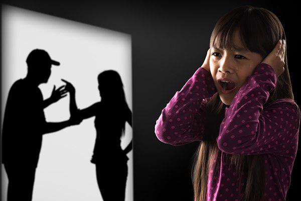 Những hậu quả nghiêm trọng khi cha mẹ cãi nhau trước mặt con - Ảnh 1.