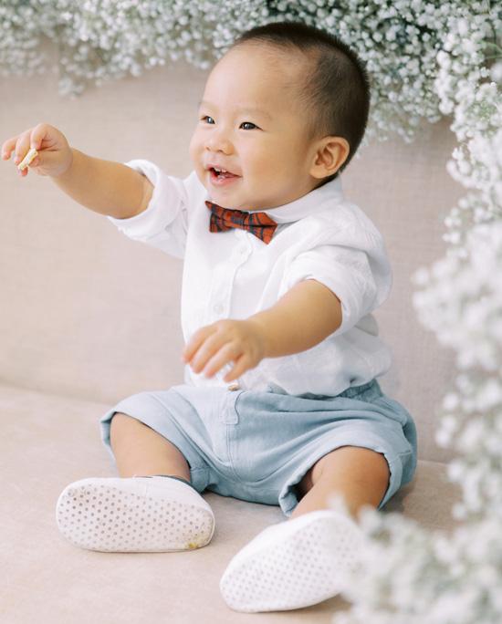 Con trai góp mặt trong ảnh cưới Giang Hồng Ngọc - Ảnh 1.