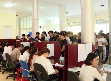 Ninh Bình: Trung tâm dịch vụ việc làm tỉnh làm tốt vai trò cầu nối giữa doanh nghiệp với người lao động - Ảnh 1.